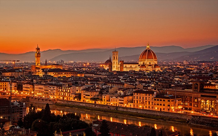 tours in florence - FlorencebyNight 700x438 - Touring Florence