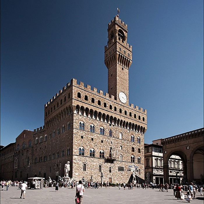 tours in florence accademia gallery florence uffizi gallery walking tours florence - piazza della signoria florence italy 700x700 - Touring Florence