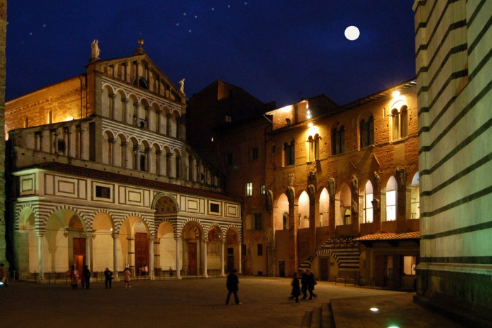 tours in florence accademia gallery florence uffizi gallery walking tours florence - pistoia 700x467 - Touring Florence